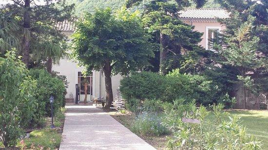 Maison Bersane: grounds