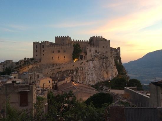 Casa Vacanze Caccamo: vista sul castello