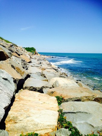 Montauk Point Lighthouse: Light house beach