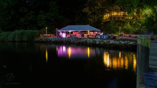 Laurel Grove Inn on the South River : View of the Inn from the pier.