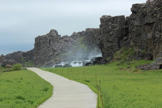 Pingvellir National Park Campground: Walkway to Falls