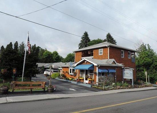Homestead Inn : View from Morris Ave.