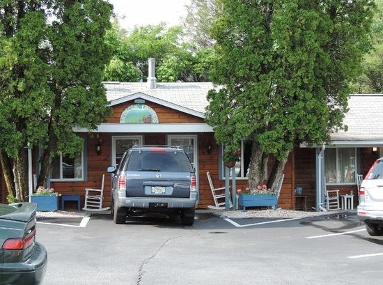 Homestead Inn : View towards our room (5)