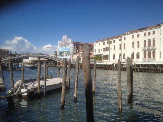 Hotel Canal Grande : veduta dal pontile dell'Hotel