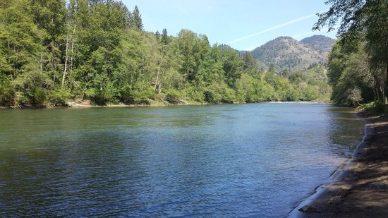 River Park RV Resort: another river view