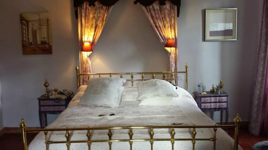 Maison Bersane : our bed!