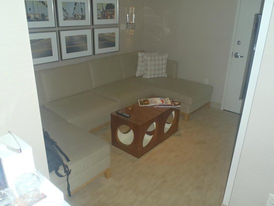 Kimpton Hotel Wilshire : Suite living room