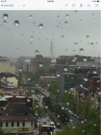 Courtyard by Marriott Washington DC \ Dupont Circle: Loved the view-Even on this rainy day