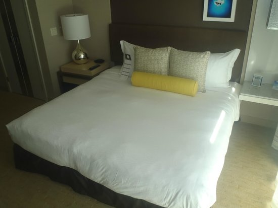 Kimpton Hotel Wilshire: King size bed