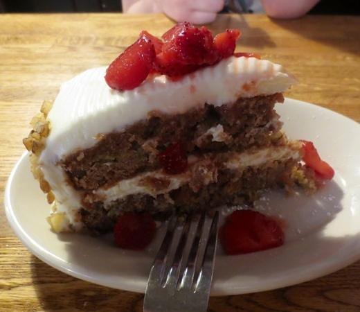 People's Pint Brewpub: Rhubard strawberry walnut spice cake...oh my!