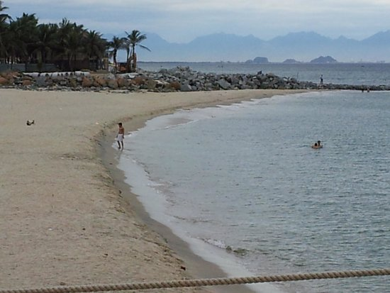 Sunrise Premium Resort Hoi An: nearby beach