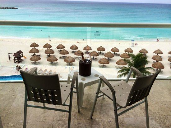 Krystal Cancun : Our romantic view from 4th floor, much better..