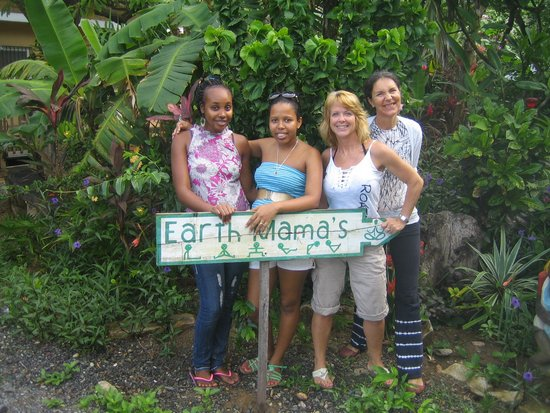 Earth Mama's Garden Cafe & Lifestyle: Kim and her staff