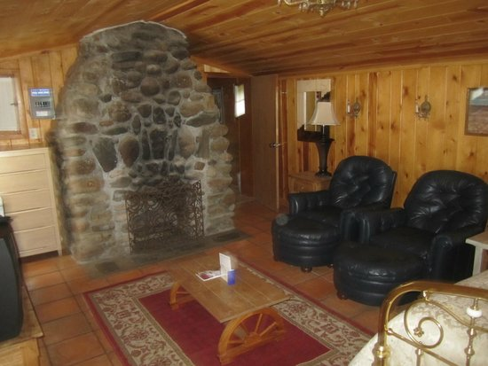 Holy Smoke Resort : The Living Area with Fireplace