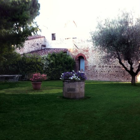 Ristorante IL Cardinale: jardin d'été