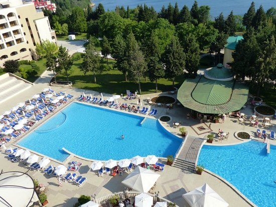 Sol Nessebar Palace: Vue de la chambre sur la piscine