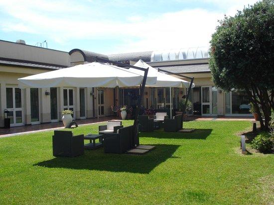 NH Catania Parco Degli Aragonesi: Parco degli Aragonesi garden