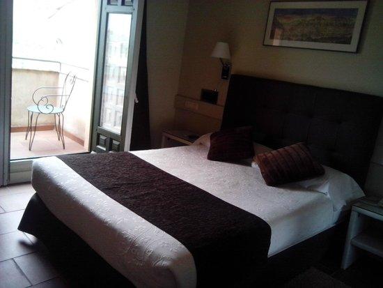 Hotel Leonor de Aquitania: .