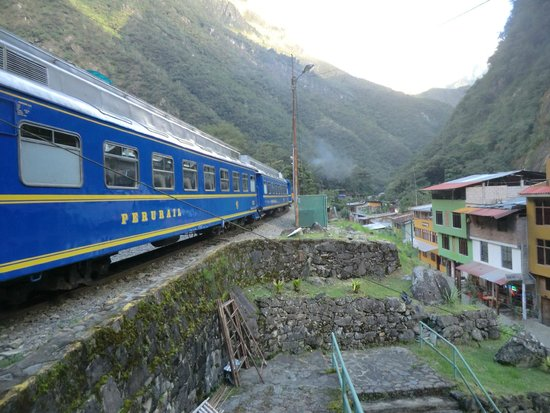 PeruRail - Vistadome: Train at MP station