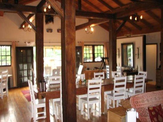Crooked Tree Lodge: Lodge dining area