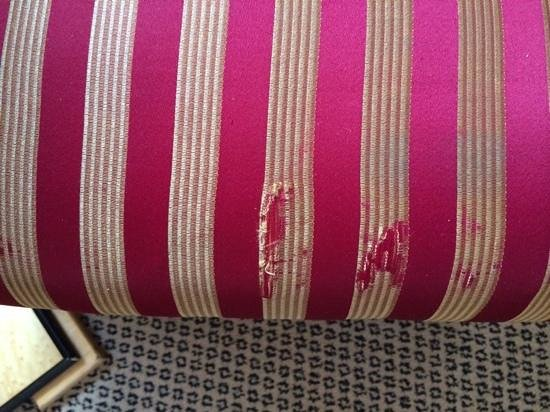 Crowne Plaza London - Kings Cross: a bit worn around the edges-  both lounge chairs