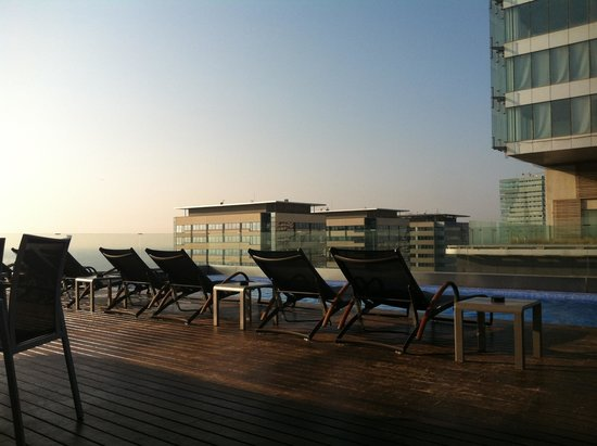 AC Hotel Barcelona Forum by Marriott: The view of the pool!