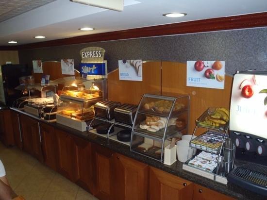 Holiday Inn Express Miami Airport Doral: cafe da manha