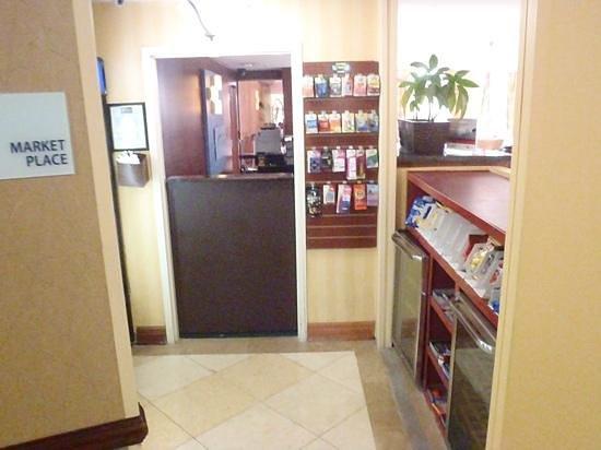 Holiday Inn Express Miami Airport Doral: mercearia no hotel