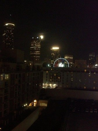 Hilton Garden Inn Atlanta Downtown: Room view at night