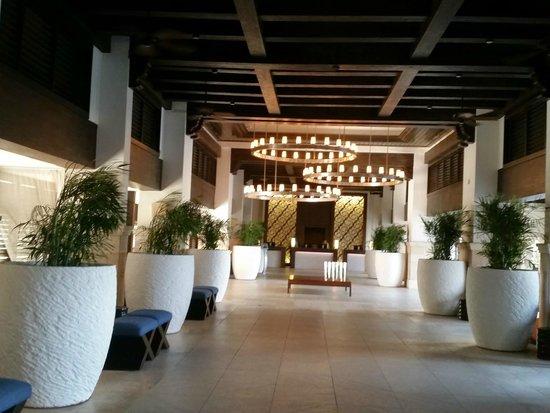 Hyatt Regency Aruba Resort and Casino: Gran hotel entrance