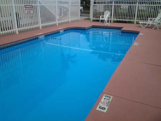 Travelodge Lake Park Valdosta: swimming  pool