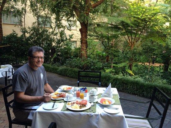 Protea Hotel by Marriott Johannesburg Balalaika Sandton: Breakfast
