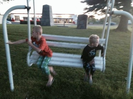 Henrys Fork Inn : Playing at the Park