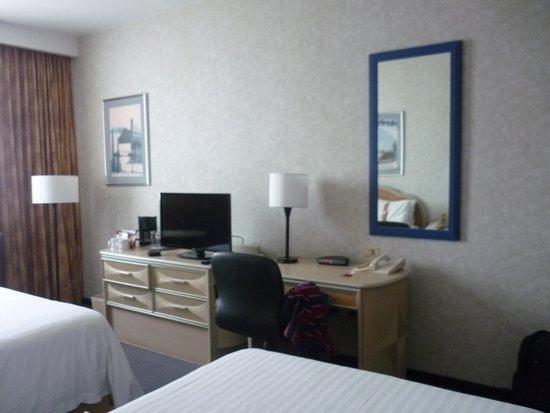 Holiday Inn Parque Fundidora: Habitaciones amplias
