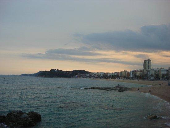 Playa de Lloret: закат на пляже