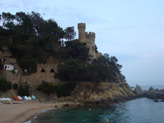Playa de Lloret: замок на горе