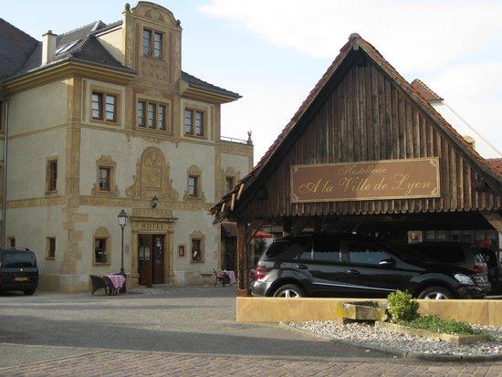 La piscine picture of hostellerie a la ville de lyon for Piscine rouffach