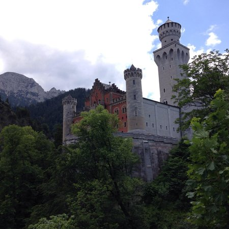 Castillo de Neuschwanstein: The castle from the playform nearby!