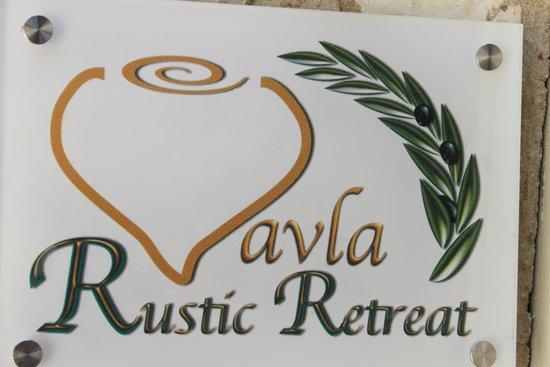 Vavla Rustic Retreat: Entrance sign