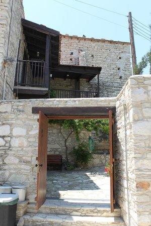 Vavla Rustic Retreat : Entrance