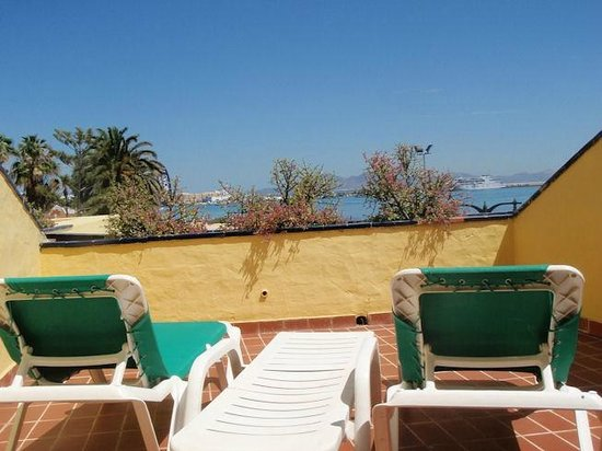 Caleta Playa Apartments: Nice balcony