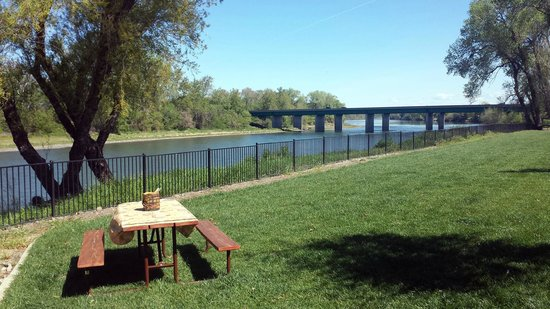 Durango RV Resort: behind rv - picnic table with view
