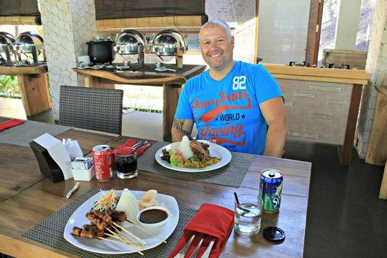 Lumbini Luxury Villas and Spa : Bebek Goreng a la Lumbini and Mixed satay, yum!!!