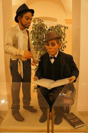 Museo del Gremio de Artistas Falleros : Cantinflas presente en las Fallas Valencianas