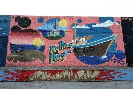 Estiatorio: Bild Hafenmauer, gleich um die Ecke