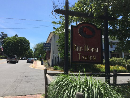 Red Horse Tavern: Sign outside the restaurant