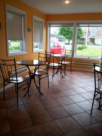 Motel Canadien : Breakfast