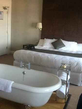 Cliff Hotel: A lovely bed