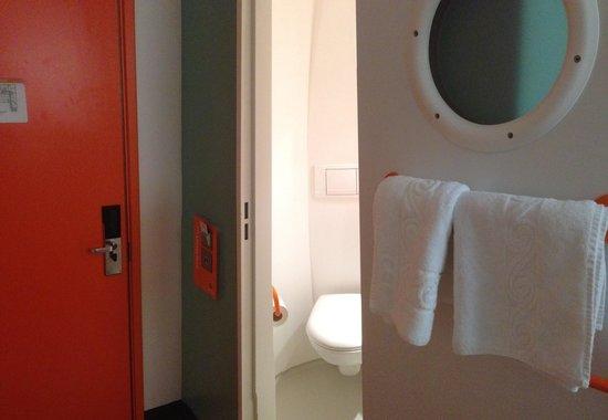 easyHotel Glasgow City : Bathroom Unit