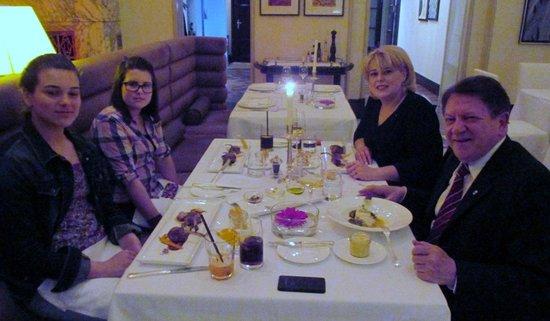 Esplanade Zagreb Hotel: Vismeg family in the restaurant